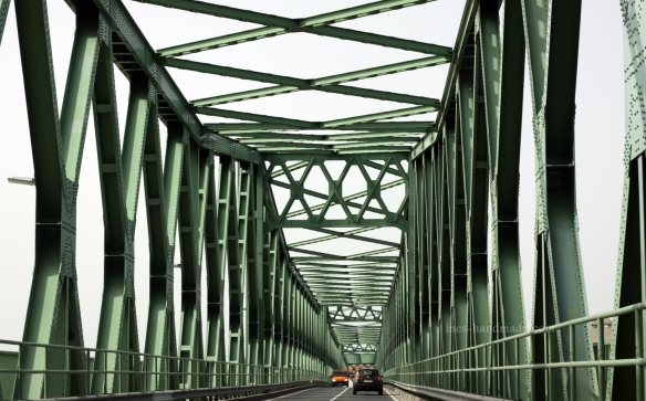 Brücke über die Donau bei Dunaföldvár