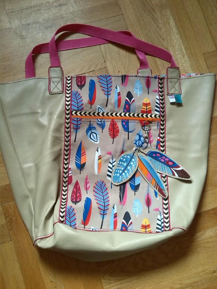 Vorderseite mit Reissverschlusstasche