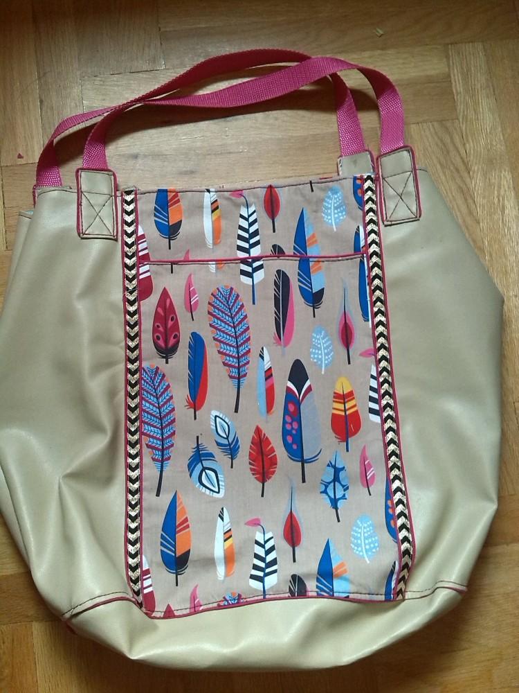 Rückseite mit aufgesetzter Tasche